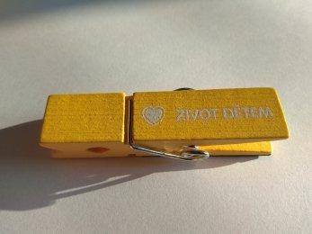 Kolíček s magnetem - žlutý